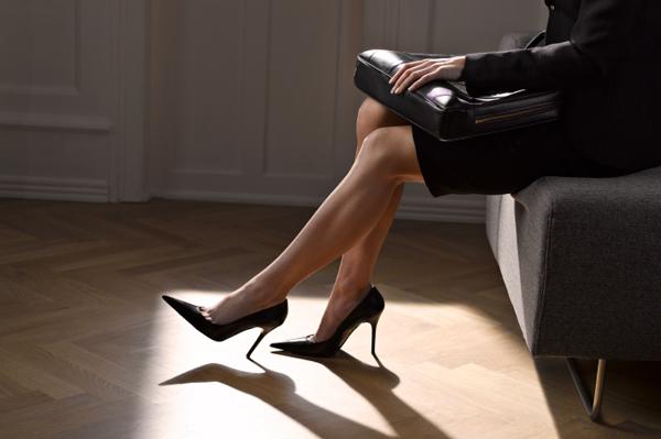 businesswoman-wearing-heels_ajpxsl
